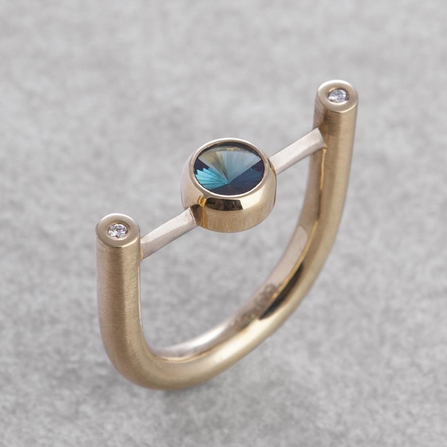 Ring mit Turmalin und Brillanten in Weiß- und Gelbgold