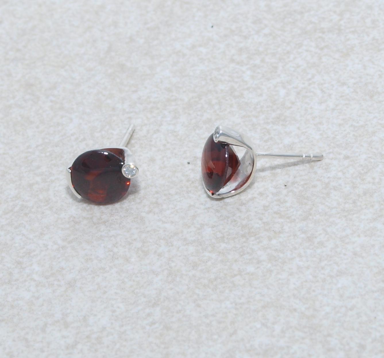 Granate in Silber mit Brillant