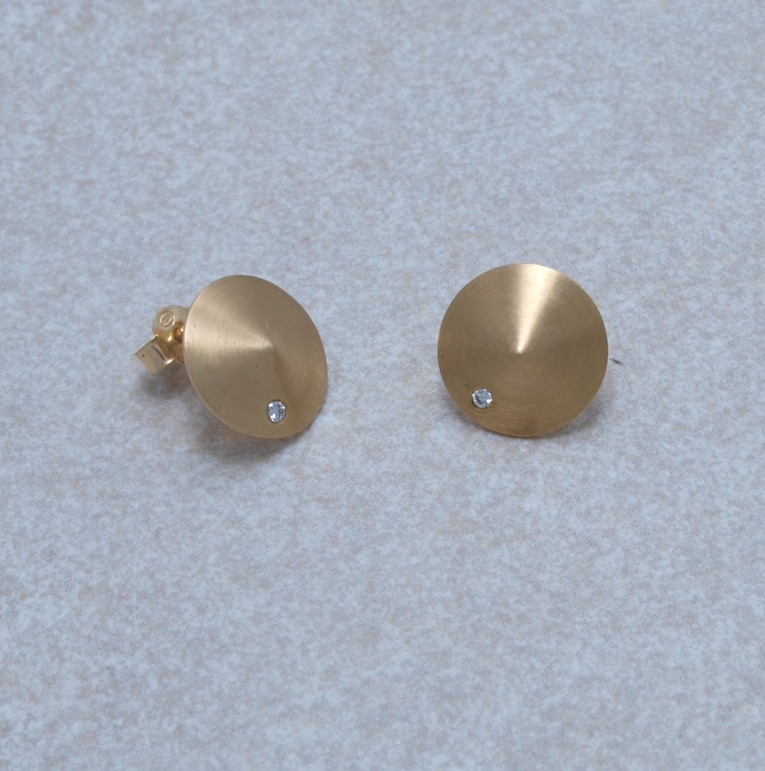 Goldkegel mit Brillanten